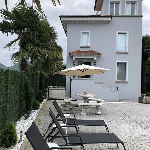 Amazing house with shared pool, holiday rental in Llanes
