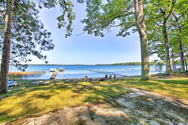 Idyllic Interlochen Cabin w/Dock on Green Lake, alquiler de vacaciones en Interlochen