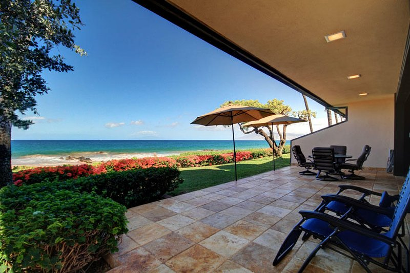 Amazing Ground Floor Beach Front Unit -MAKENA SURF RESORT, #B-101, aluguéis de temporada em Makena