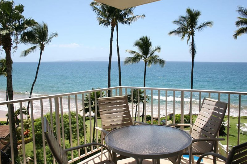 Comfort In Paradise - Oceanfront Views  - Kamaole Nalu #404, vacation rental in Kihei