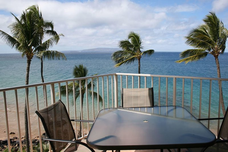 Amazing Oceanfront 2 Bedroom Condo - Kamaole Nalu #605, vacation rental in Kihei