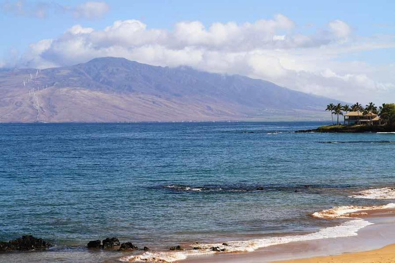 Fantastic Location - Beautiful Oceanfront Condo -Makena Surf Resort # E-205, aluguéis de temporada em Makena