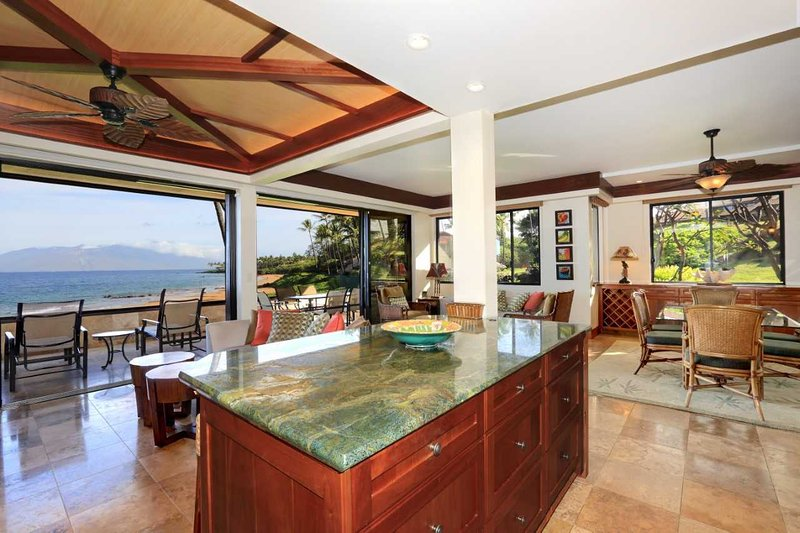 Beautiful Beach Front Luxury Corner Unit MAKENA SURF RESORT, #E-206, aluguéis de temporada em Makena