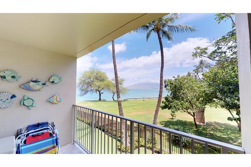 Beautiful 3 Bd w/ AC - Great Location - Royal Mauian #202, vacation rental in Kihei