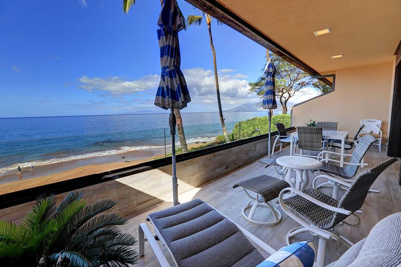 Fantastic Location - Beautiful Beach Front Condo -Makena Surf # B-207, aluguéis de temporada em Makena