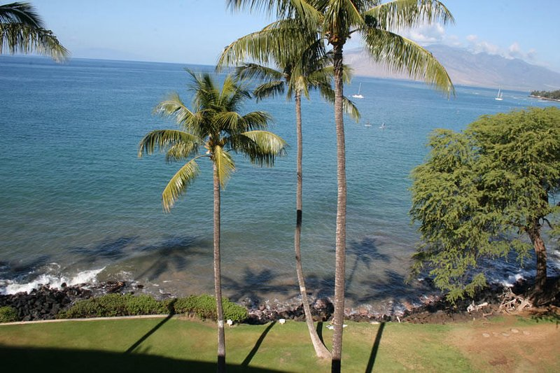 Stunning Remodeled 2 Bedroom Penthouse - Royal Mauian #607, holiday rental in Kihei