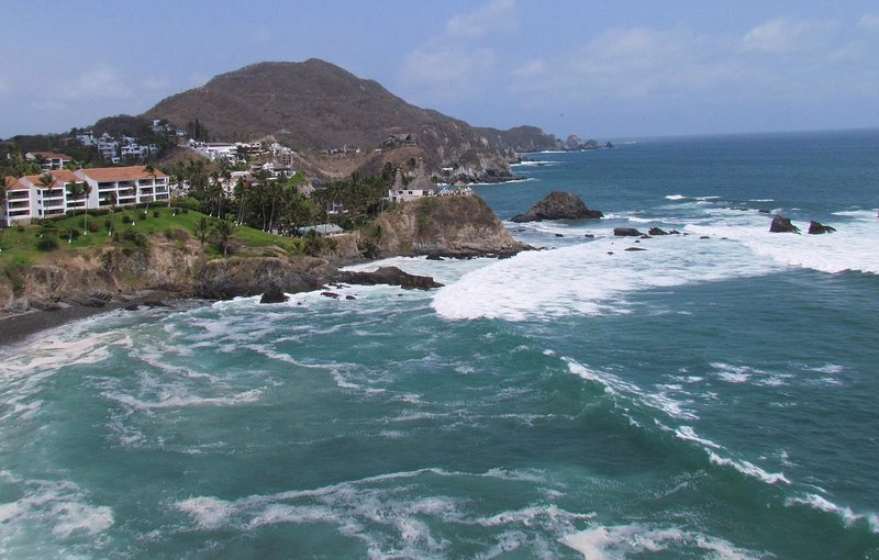 Executive Home with Private Golf Green and MORE!, holiday rental in Manzanillo