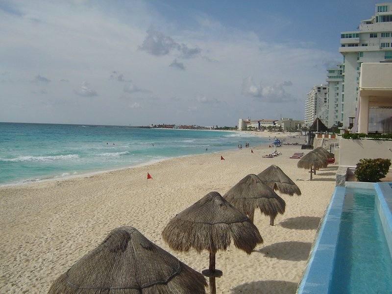 CONDOMINIO EN LA PLAYA PARA 4 PERSONAS EN CANCUN!!, holiday rental in Cancun