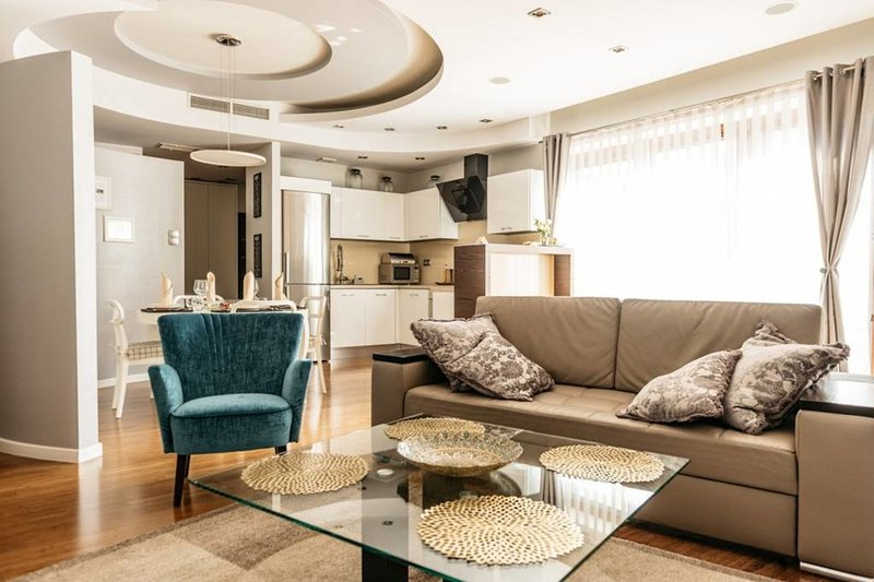 Beautifully decorated & fully equipped apartment by Vistula River *AIRPORT, location de vacances à Cracovie
