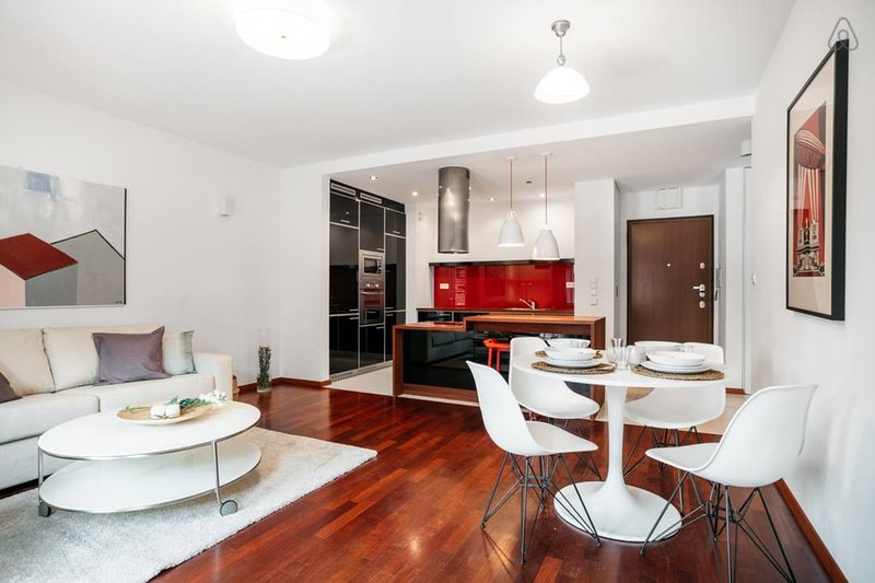 American Soho style apartment 10 min walk to the Old Town *AIRPORT, casa vacanza a Wegrzce
