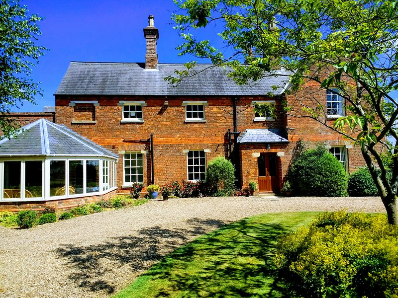 Lusby Manor - Fully refurbished Victorian Manor, holiday rental in Raithby