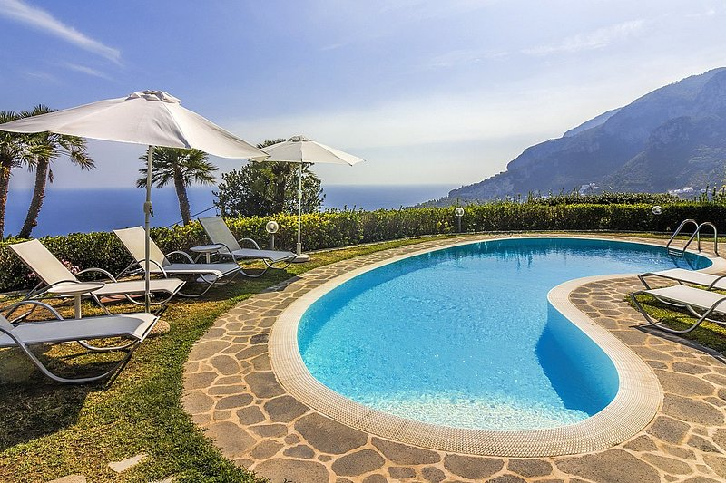 Scala Villa Sleeps 10 with Pool Air Con and WiFi - 5228659, vacation rental in Pontone
