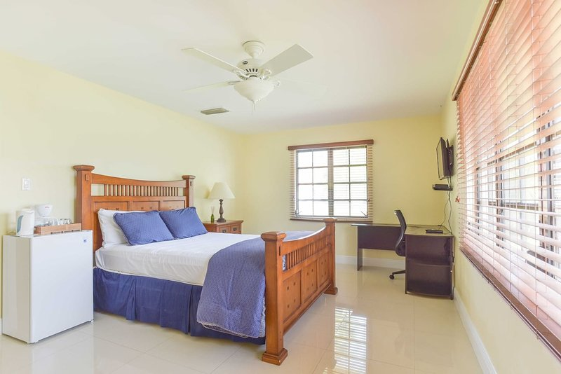 Queen Suite (Daffodil Room ), alquiler de vacaciones en George Town