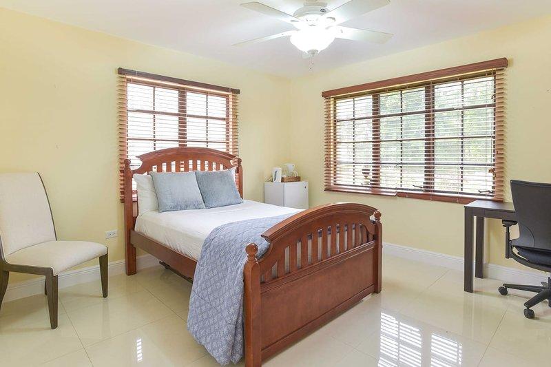 Hibiscus Room ( Double Room + External Bath Room)