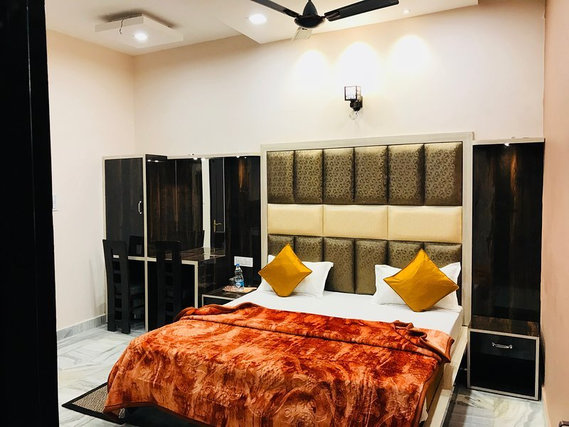 Sant Home Stay (Room 104), holiday rental in Punjab