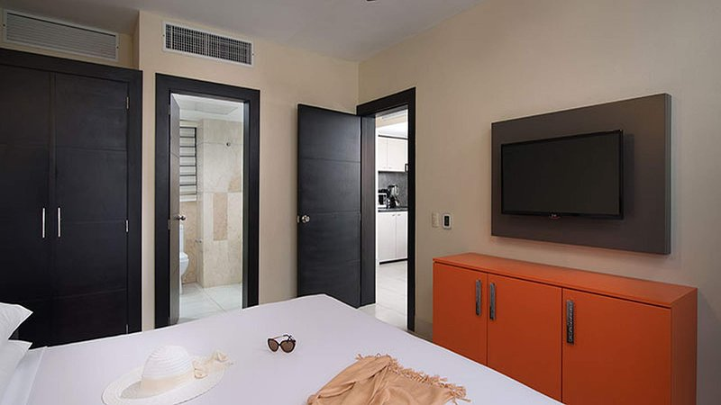 The Royal Suites, 2 bedroom. by lifestyle, holiday rental in Maimon
