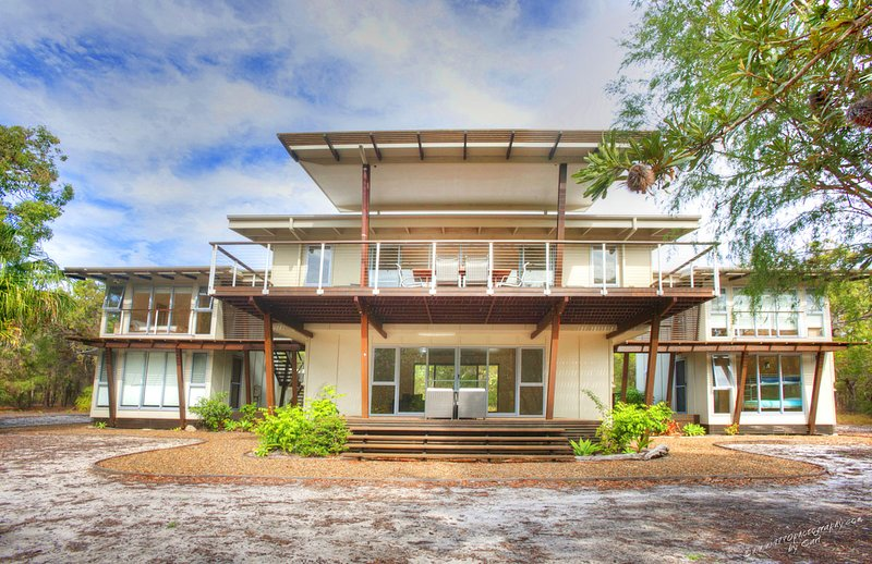 DRISHTI Spacious and Modern Beach House, holiday rental in Deepwater