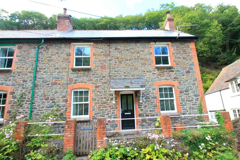 High Bank, Porlock - Holiday cottage for up to 6 guests in lovely Porlock villag, holiday rental in Porlock