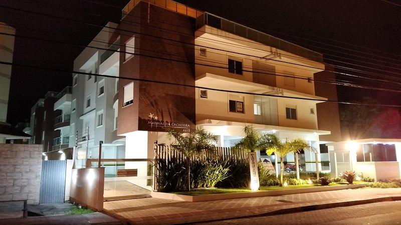 Apartamento Novo, 2Q, 1 Suite, 200 Mts da praia, Cachoeira do Bom Jesus, Floripa, location de vacances à Governador Celso Ramos