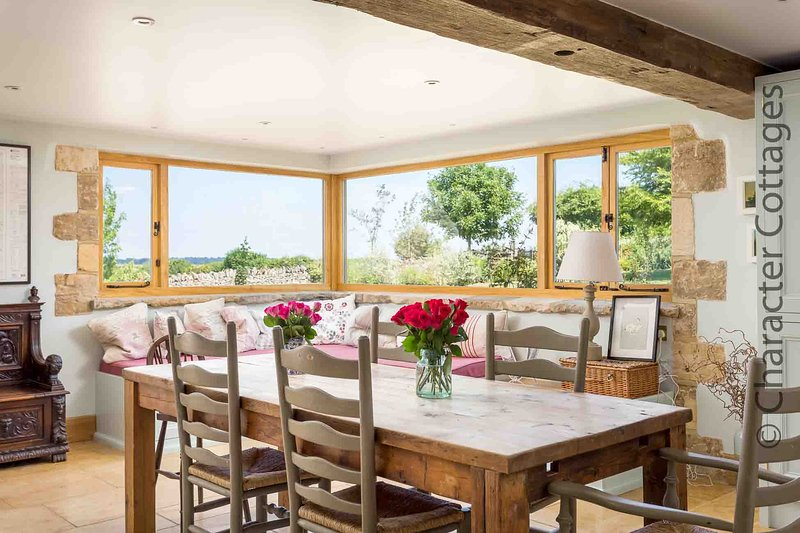 The Ox Barn is a stunning barn conversion which now forms a lovely country house, location de vacances à Naunton