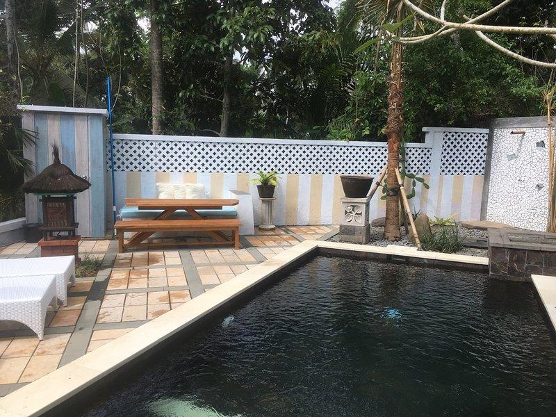 dining area pool