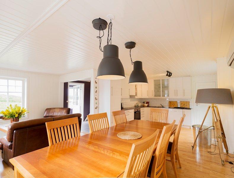 La cocina está totalmente equipada con platos de Villeroy & Boch y electrodomésticos modernos