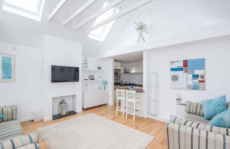 Wee Windy, a stylish guest house in North Berwick, holiday rental in East Lothian