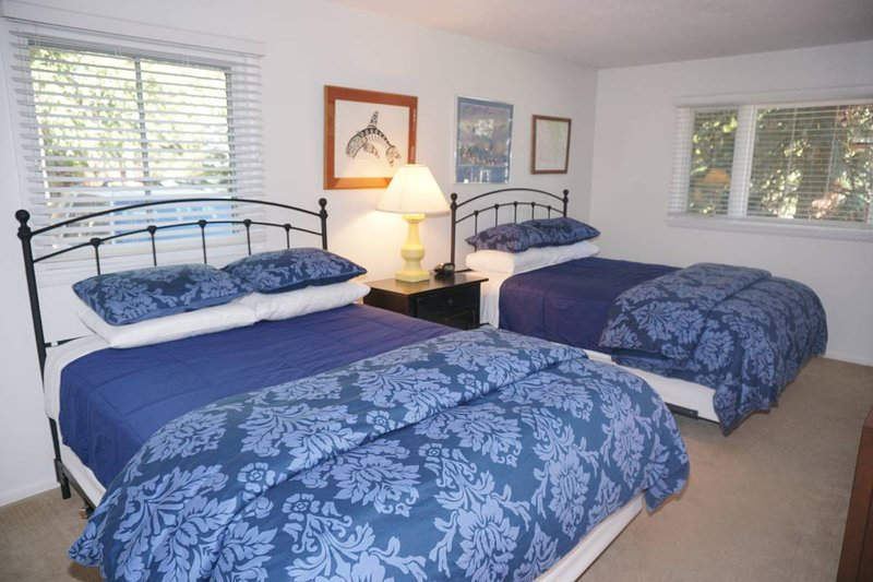 Dormitorio principal con 2 camas Queen / BathTV