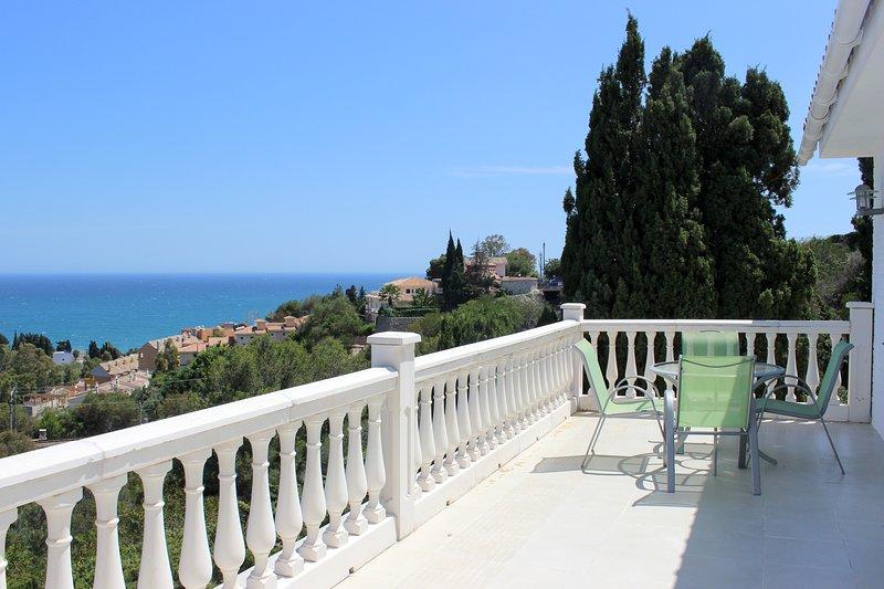 1297 - 5 bed villa, private pool and garden, Benalmadena, holiday rental in Benalmadena