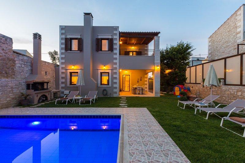 Adorable sea view villa with private pool & BBQ - disCrete Villa Chromonastiri, holiday rental in Chromonastiri