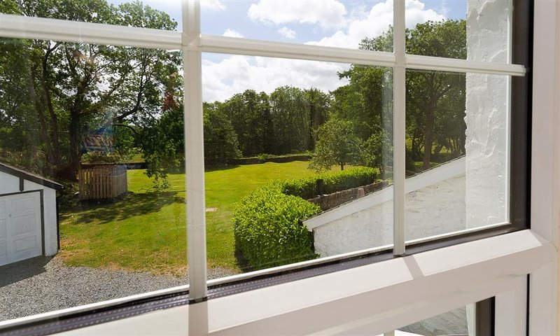 Large Garden backing onto the river Winster
