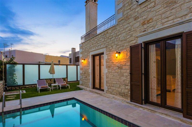 Sumptuous stone villa with panoramic views - Villa Sokaki, holiday rental in Chromonastiri