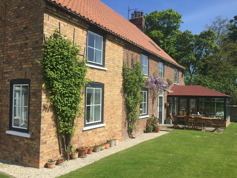 Dale Farm Cottage, vacation rental in Burton Fleming