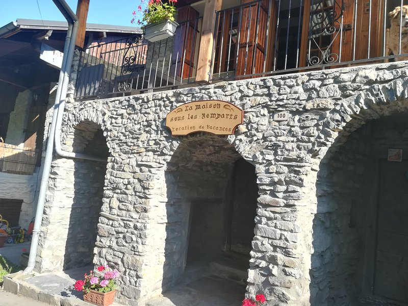 La maison sous les remparts, holiday rental in Chamousset