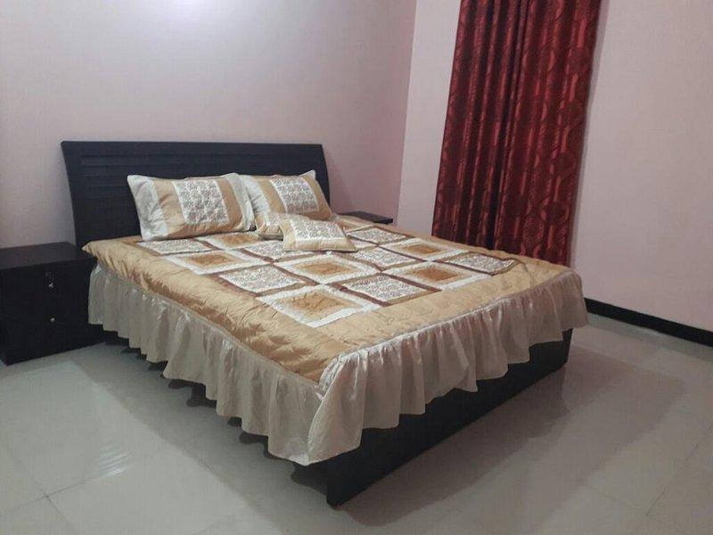 Hotel Step inn - Deluxe Single Room #1, holiday rental in Karachi