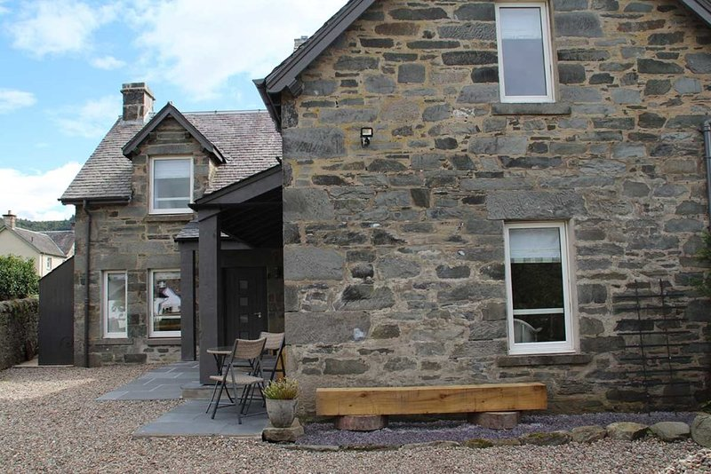 Dallavon Coach House Cottages 1, Ferienwohnung in Aberfeldy