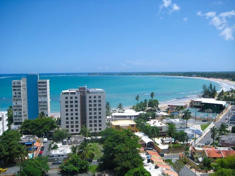 ESJ ♥ Beachfront★Top Location★ View★Lux! ♥, aluguéis de temporada em Isla Verde