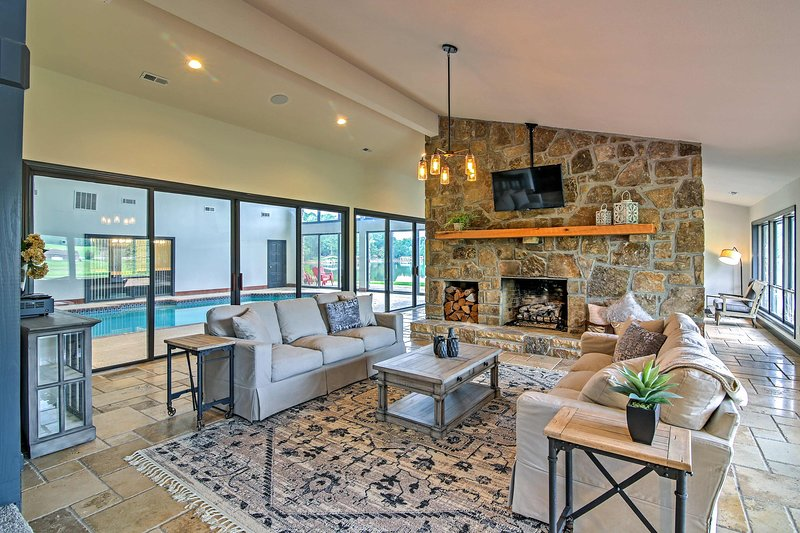 This Hiawassee haven boasts 6 bedrooms and 6 bathrooms.