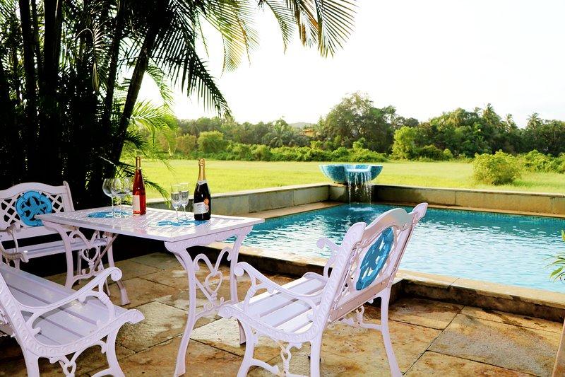 PEACOCKS' CROWN 5BHK Baga Luxury Villa With Private Pool, vacation rental in Baga
