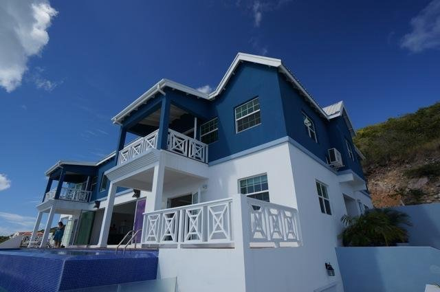 Hillside villa with the amazing view to Atlantic Ocean and Carribien Sea, vacation rental in Basseterre