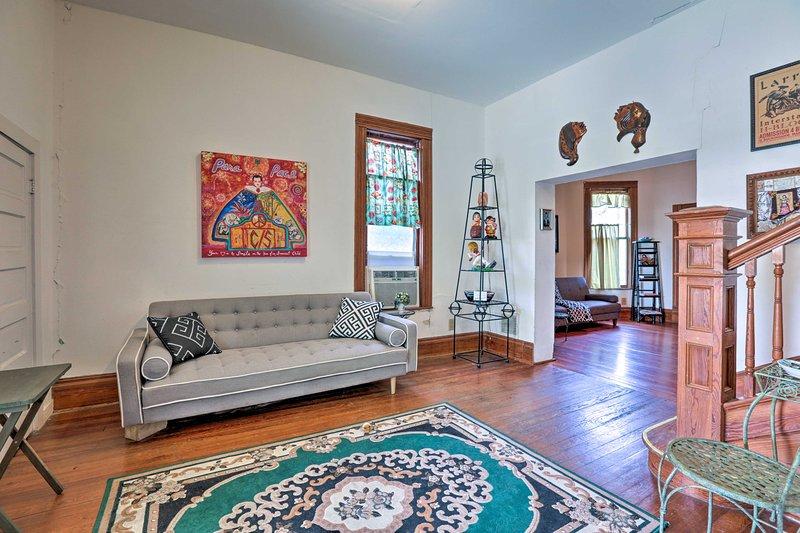 Esta espaciosa casa de alquiler de vacaciones de 2.600 pies cuadrados en San Antonio puede alojar 4.