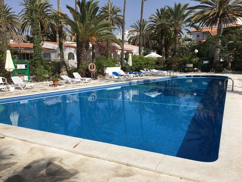 Holiday Apartment in the beautiful location of Chayofa, Tenerife, location de vacances à Buzanada