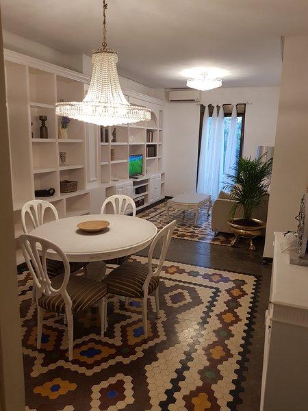 Apartamento frente Torres de Serrano en Valencia centro, location de vacances à Burjassot