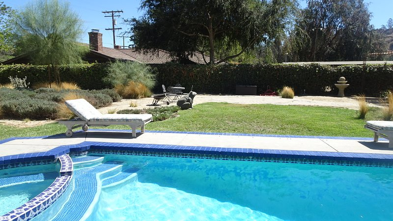 O'Leary's Cabin in Griffith Park with pool, vacation rental in Glendale