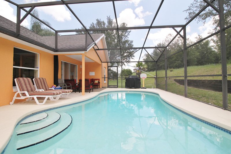 J & D's Very PRIVATE South Facing Pool DISNEY Orlando Vacation home Free BBQ, holiday rental in Davenport