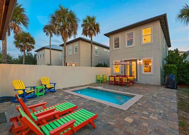 Updated Home W/ PRIVATE Pool & Pet Friendly!, location de vacances à Destin
