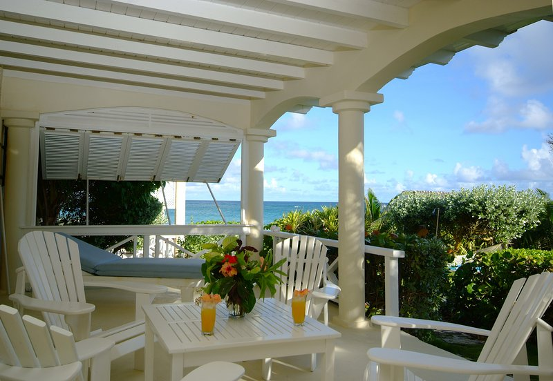 Inchcape Seaside Villas - Sunset downstairs two bedrooms / two bathrooms apartme, holiday rental in Silver Sands