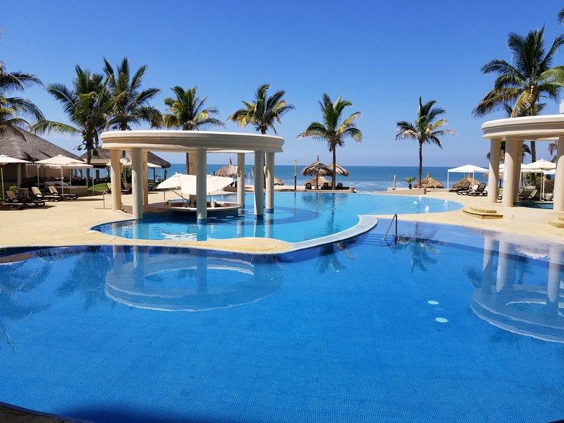 BEACHFRONT CONDOMINIUM FOR RENT IN MAZATLAN, vacation rental in Mazatlan