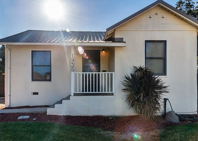 Bungalow 64-Charming and Fun in Downtown Paso Robles!, holiday rental in Paso Robles