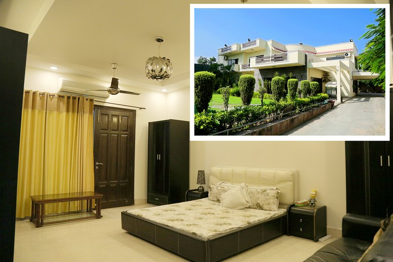★★ Queen's room at Chhattarpur   Pool+Indoor Gym, holiday rental in Faridabad